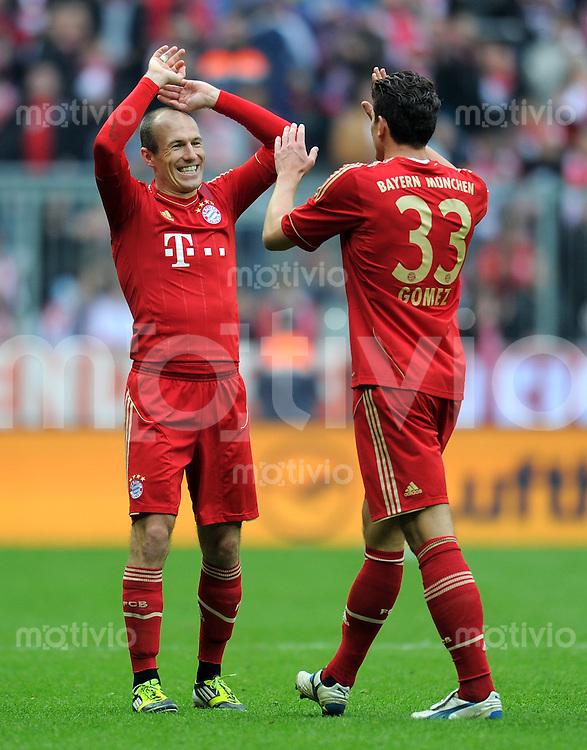 FUSSBALL   1. BUNDESLIGA  SAISON 2011/2012   25. Spieltag FC Bayern Muenchen - TSG 1899 Hoffenheim       10.03.2012 Arjen Robben (li,) mit Mario Gomez (FC Bayern Muenchen)