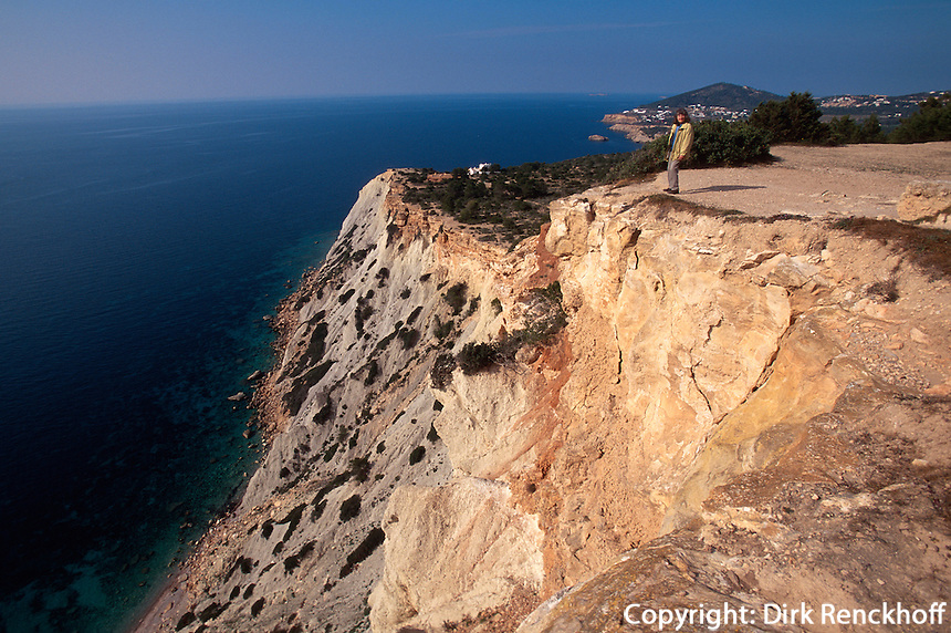 Spanien, Balearen, Ibiza, Felsküste am Kap del Jueu