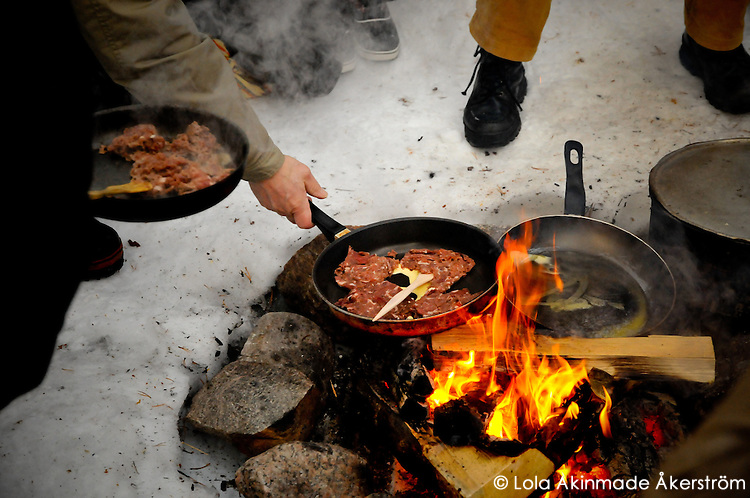 Swedish Lapland - Frying reindeer meat over an open flame - Photos from Jokkmokk, Arctic Sweden