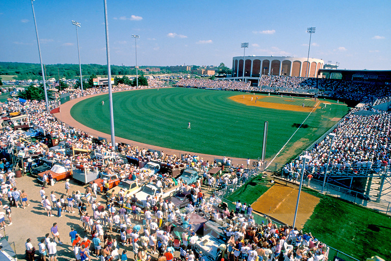 1989 record crowd at Dudy Noble (photo by Fred Faulk / © Mississippi State University)