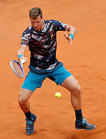 Il ceco Tomas Berdych in azione contro lo svizzero Roger Federer durante gli Internazionali d'Italia di tennis a Roma, 15 maggio 2015. <br /> Czech Republic's Tomas Berdych in action against Switzerland's Roger Federer during the Italian Open tennis tournament in Rome, 15 May 2015.<br /> UPDATE IMAGES PRESS/Riccardo De Luca