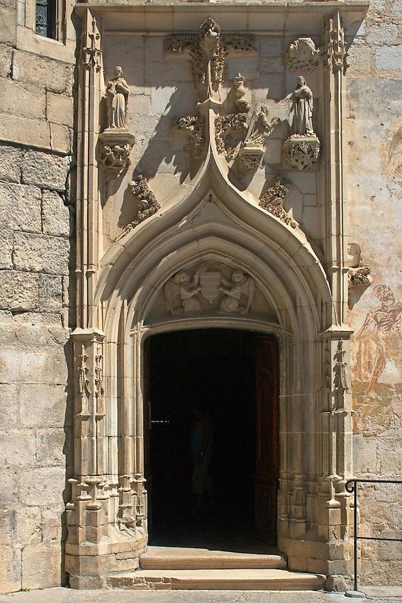 Portail de style gothique flamboyant de la chapelle Notre-Dame
