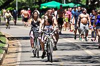 SÃO PAULO, SP, 18.02.2017 - CLIMA-TEMPO  - Movimentação de pessoas no Parque do Ibirapuera na região sul de São Paulo, na manhã deste sabado, 18. (Foto: Renato Gizzi / Brazil Photo Press)