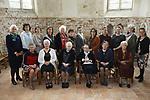 Foto: VidiPhoto<br /> <br /> VALBURG - De jubilerende vrouwenvereniging van de hervormde gemeente Valburg-Homoet voor het kerkgebouw van de gemeente.