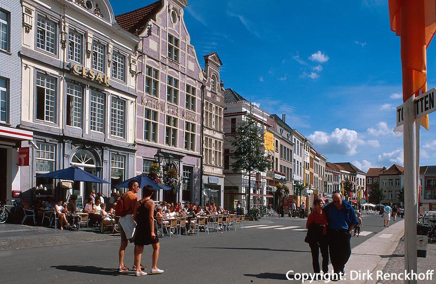Belgien, Flandern, Straßencafe am Grote Markt in Oudenaarde