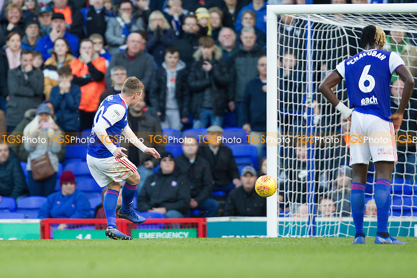 Freddie Sears of Ipswich Town makes no mistake from the penalty to score the opening goal during Ipswich Town vs Preston North End, Sky Bet EFL Championship Football at Portman Road on 3rd November 2018