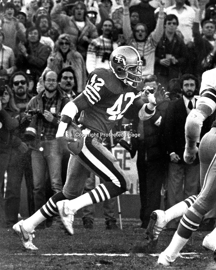 San Francisco 49er defensive back Ronnie Lott takes intercepts a pass and runs it back for Touchdown..(1981 photo by Ron Riesterer)