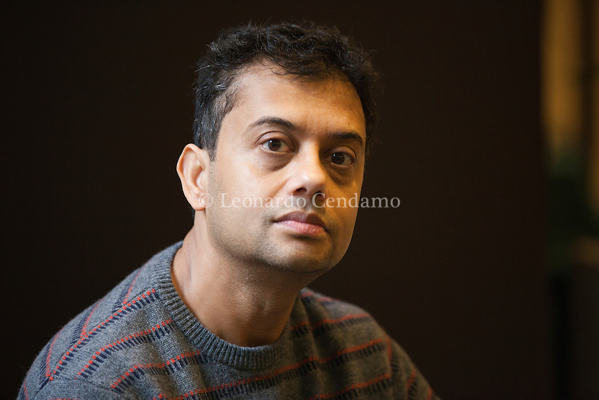 Neel Mukherjee was born in Calcutta and educated in Calcutta, Oxford, and Cambridge. He is the author of the Man Booker prize-shortlisted The Lives of Others, A Life Apart (2010), and Past Continuous (2008). Neel Mukherjee, scrittore indiano vive in london. Milano, 18 novembre 2016. Bookcity. © Leonardo Cendamo