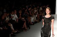 SAO PAULO, SP, 19, DE JANEIRO 2012 - SPFW TUFI DUEK  - Modelo durante desfile da grife Tufi Duek  no primeiro dia de desfiles edição Outono-Inverno 2012, da São Paulo Fashion Week, na Bienal do Ibirapuera na regiao sul da capital paulista. (FOTO: VANESSA CARVALHO - NEWS FREE).