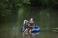 Europe/France/Poitou-Charentes/79/Deux-Sèvres/Sansais/La Garette: Pêcheur dans le Marais Poitevin- Autorisation : 2010-105 - Prise d'un  Black Bass