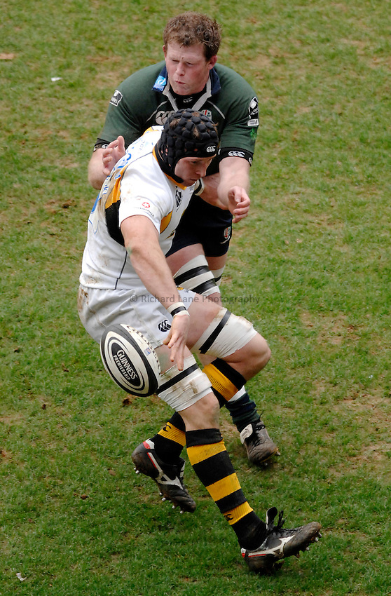 Photo: Richard Lane..London Irish v London Wasps. Guinness Premiership. 18/03/2007..Wasps' passes as he is tackled by Irish's Phil Murphy.