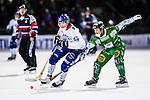 Stockholm 2013-11-26 Bandy Elitserien Hammarby IF - Edsbyns IF :  <br /> Edsbyn Daniel Liw i kamp om bollen med Hammarby David Pizzoni Elwing <br /> (Foto: Kenta J&ouml;nsson) Nyckelord: