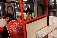 Milano: volontari dei City Angels distribuiscono pasti ai senzatetto nel centro di Milano durante i giorni di grande freddo.