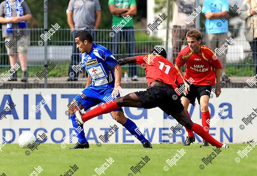 2010-08-22 / Voetbal / seizoen 2009-2010 / Kapellen - KV Turnhout / Augusto Da Silva in duel met Thierry Nana Diela van Kapellen..Foto: Mpics