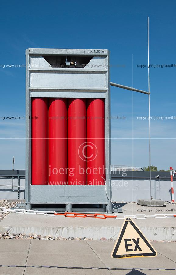 GERMANY Hamburg, HAW technolgy center CC4E with hydrogen storage  / DEUTSCHLAND, Hamburg, HAW Technologiezentrum CC4E, Dach mit Wasserstoff Speicher