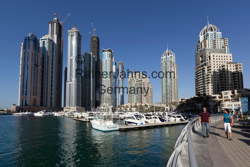 United Arab Emirates, Dubai: View over Dubai Marina   Vereinigte Arabische Emirate, Dubai: Yachthafen Dubai Marina