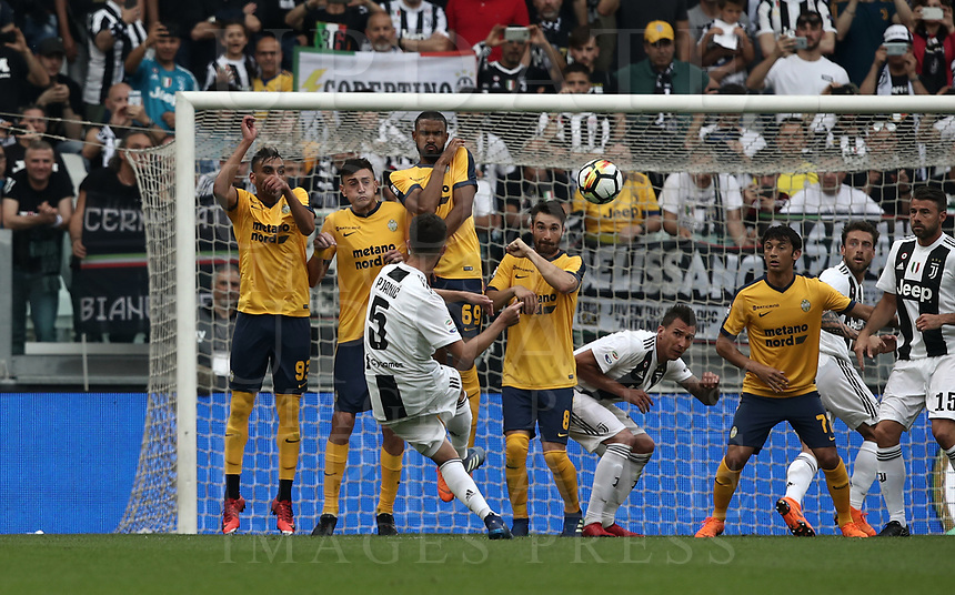 Calcio, Serie A: Juventus - Hellas Verona, Torino, Allianz Stadium, 19 maggio, 2018.<br /> Juventus' Miralem Pjanic scores during the Italian Serie A football match between Juventus and Hellas Verona at Torino's Allianz stadium, 19 May, 2018.<br /> Juventus won their 34th Serie A title (scudetto) and seventh in succession.<br /> UPDATE IMAGES PRESS/Isabella Bonotto
