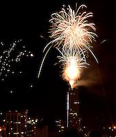 BOGOTÁ-COLOMBIA-01-01-2013. Fuegos pirotécnicos para celebrar la llegada del nuevo año sobre la Torre Colpatria.. Fireworks to celebrate the arrival of the new year over the Colpatria building.  Photo: VizzorImage
