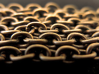 BOGOTÁ-COLOMBIA-23-01-2013. Cadena de bronce. Bronze chain.  (Photo:VizzorImage)