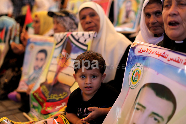 Families of Palestinian prisoners in the weekly sit-in to calling for the release of Palestinian prisoners from Israeli jails in front of the Red Cross in Gaza City, on Sep. 02, 2013. Photo by Ashraf Amra
