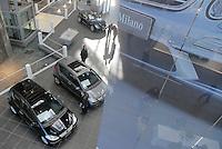 - the new Mercedes-Benz Center in Milan, the largest sales and representation center of the brand Mercedes-Benz of South Europe....- il nuovo Mercedes-Benz Center di Milano, il più grande Centro di vendita e rappresentanza del marchio Mercedes-Benz del Sud Europa