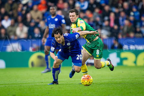 27.02.2016. King Power Stadium, Leicester, England. Barclays Premier League. Leicester City versus Norwich City. Shinji Okazaki of Leicester City breaks past Jonny Howson of Norwich City.