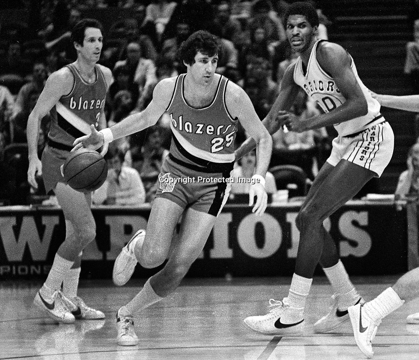 Portland Trail Blazers Tom Owens and Warriors Robert Parrish..(1980 photo/Ron Riesterer)