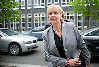 Berlin, die Ministerpräsidentin von Nordrhein-Westfalen, Hannelore Kraft (SPD), kommt am Donnerstag (02.05.13) in der Landesvertretung Nordrhein-Westfalen in Berlin zu einem Treffen der SPD-Ministerpräsidenten..Foto: Steffi Loos/CommonLens