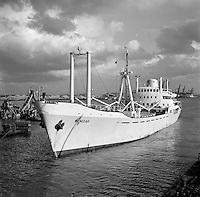 Augustus 1966. Schip Benizar in de Haven van Antwerpen.