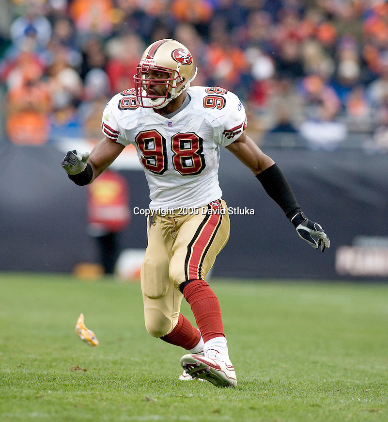 Defensive lineman Julian Peterson #98 of the San Francisco 49ers plays defense against the Chicago Bears on November 13, 2005 at Soldier Field in Chicago, Illinois. The Bears defeated the 49ers 17-9. (Photo by David Stluka)
