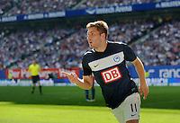 Fussball Bundesliga Saison 2011/2012 2. Spieltag Hamburger SV - Hertha BSC Berlin Tunay TORUN (Hertha BSC) jubelt nach seinem Tor zum 1:1.