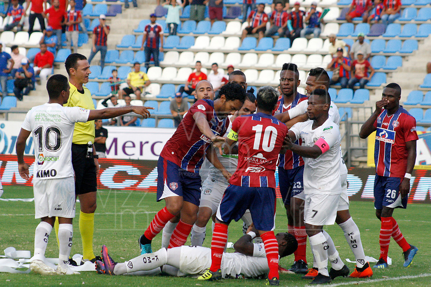 SANTA MARTA - COLOMBIA, 26-01-2019: Jugadores del Unión y Jaguares discuten durante partido por la fecha 1 entre Unión Magdalena y Jaguares FC como parte de la Liga Águila I 2019 jugado en el estadio Sierra Nevada de la ciudad de Santa Marta. / Players of Union and Jaguares discuss during match for the date 1 between Union Magdalena and Jaguares FC as a part Aguila League I 2019 played at Sierra Nevada stadium in Santa Marta city. Photo: VizzorImage / Gustavo Pacheco / Cont