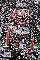 SÃO PAULO, SP, 14 DE MARÇO DE 2010 - SÃO PAULO INDY 300 - Na tarde desta domingo acontece em São Paulo a São Paulo Indy 300, etapa de abertura da temporada 2010 da IZOD IndyCar Series. Na foto  o vencedor Will Power. A São Paulo Indy 300 nas ruas de São Paulo, passando pelo Sambódromo e Marginal do Tietê. (FOTO: WILLIAM VOLCOV / NEWS FREE).