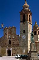 ITA, Italien, Marken, San Ginesio: Denkmal + Piazza Alberico Gentili, Collegiata Kirche | ITA, Italy, Marche, San Ginesio: monument + Piazza Alberico Gentili, Collegiata church