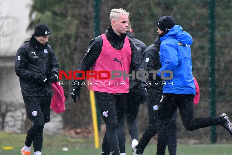 13.02.2020, Sportpark Illoshöhe, Osnabrück, GER, 2. FBL, Training VfL Osnabrueck <br /> <br /> im Bild<br /> Niklas Schmidt (VfL Osnabrück #31), Aktion / Einzelbild /<br /> <br /> Foto © nordphoto / Paetzel