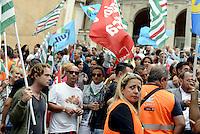 Roma, 14 Settembre 2015<br /> Piazza del Campidoglio.<br /> Lavoratrici e lavoratori AMA protestano contro la privatizzazione dell'Azienda Municipale ambiente