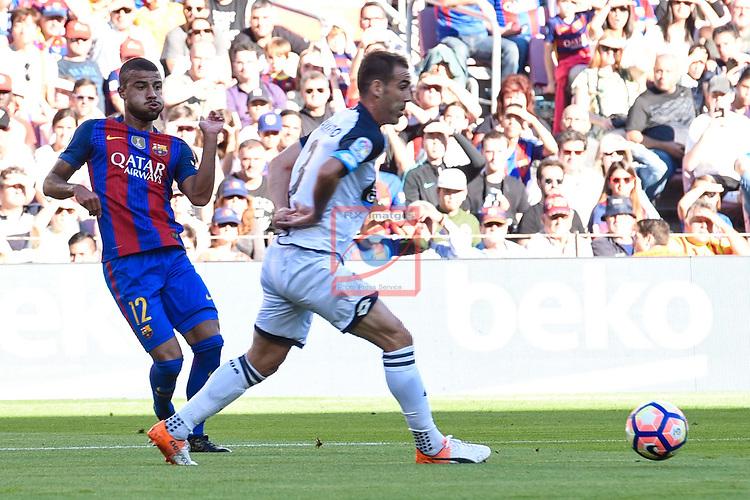League Santander 2016/2017. Game: 8.<br /> FC Barcelona vs Deportivo: 4-0.<br /> Rafinha vs Fernando Navarro.