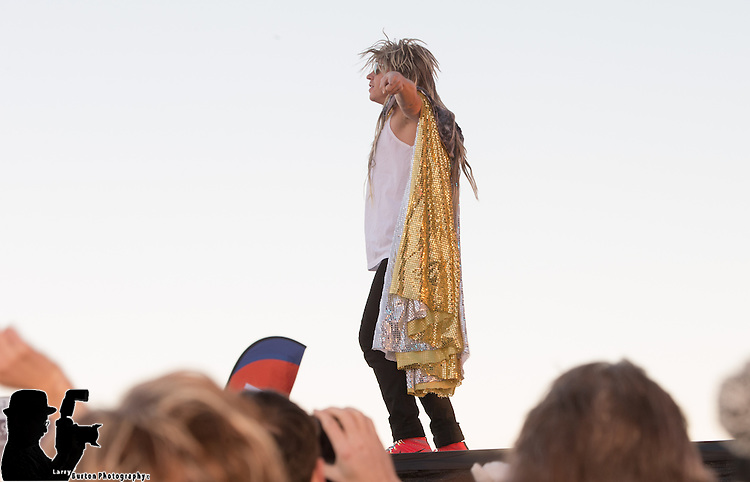 The Grammy Award winners  Macklemore & Ryan Lewis  headlined the Rock 'n' Roll Las Vegas Marathon & ½ Marathon to benefit the Crohn's & Colitis Foundation of America.