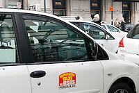 Taxi in sciopero contro le liberalizzazioni, disagi in stazione Centrale. Milano, 19 gennaio 2012..Taxis on strike against the government's liberalization measures. Hardships in central station. Milan, Genuary 19, 2012.