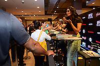 RIO DE JANEIRO, RJ, 22.10.2014 - UFC - NOITE AUTOGRAFOS - A Octagon Girls Camila Oliveira durante sessão de fotos e autógrafos na loja Riachuelo do Shopping Nova América no Rio de Janeiro na noite desta quarta-feira, 22. (Foto: Jorge Hely / Brazil Photo Press).