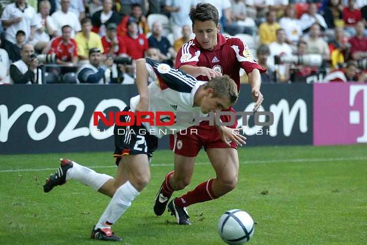 Europameisterschaft 2004 Portugal<br /> <br /> Lettland - Deutschland  0:0<br /> <br /> Bastian Schweinsteiger wird von Imants Bleidelis &quot;gedrueckt&quot;<br /> <br /> Foto &copy; nordphoto<br /> <br /> <br /> <br /> Gemaess Auflage der UEFA duerfen saemtliche Bilder von der EURO 2004 nicht fuer MMS Dienste oder sonstige Dienste via Mobiltelefon oder mit PDAs genutzt werden.<br /> <br /> <br /> <br /> <br /> <br />  *** Local Caption *** Foto ist honorarpflichtig! zzgl. gesetzl. MwSt.<br /> <br />  Belegexemplar erforderlich<br /> <br /> Adresse: nordphoto<br /> <br /> Georg-Reinke-Strasse 1<br /> <br /> 49377 Vechta<br /> <br /> Telefon: 04441-89400 / Fax: 04441-894022