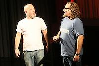 Ande Werner und Lars Niedereichholz (vl) als Comedy-Duo Mundstuhl bei ihrem Auftritt im Fritz-Treutel-Haus Kelsterbach