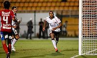 SÃO PAULO, SP, 07 DE MARÇO DE 2012 - TAÇA LIBERTADORES DA AMÉRICA - CORINTHIANS x NACIONAL (PAR) - Jorge Henrique jogador do Corinthians comemora gol diante do Nacional (PAR)  pela 2ª rodada do grupo 6 da Taça Libertadores da América, no Estadio Paulo Machado de Carvalho (PACAEMBU) na noite desta quarta, 07. FOTO: WILLIAM VOLCOV - BRAZIL PHOTO PRESS
