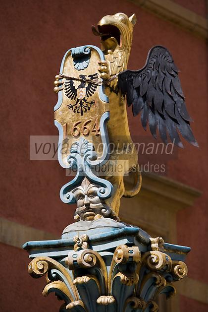 Europe/Suisse/Jura Suisse/ Neuchatel:  Détail statue  de la  fontaine située rue du Pommier