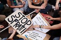 Milano: manifestazione «Occupyamo piazza Affari» per protestare contro la crisi economica e la manovra economica del Governo Monti..Cartelli per protestare contro la mancanza di case e il caro affitto.