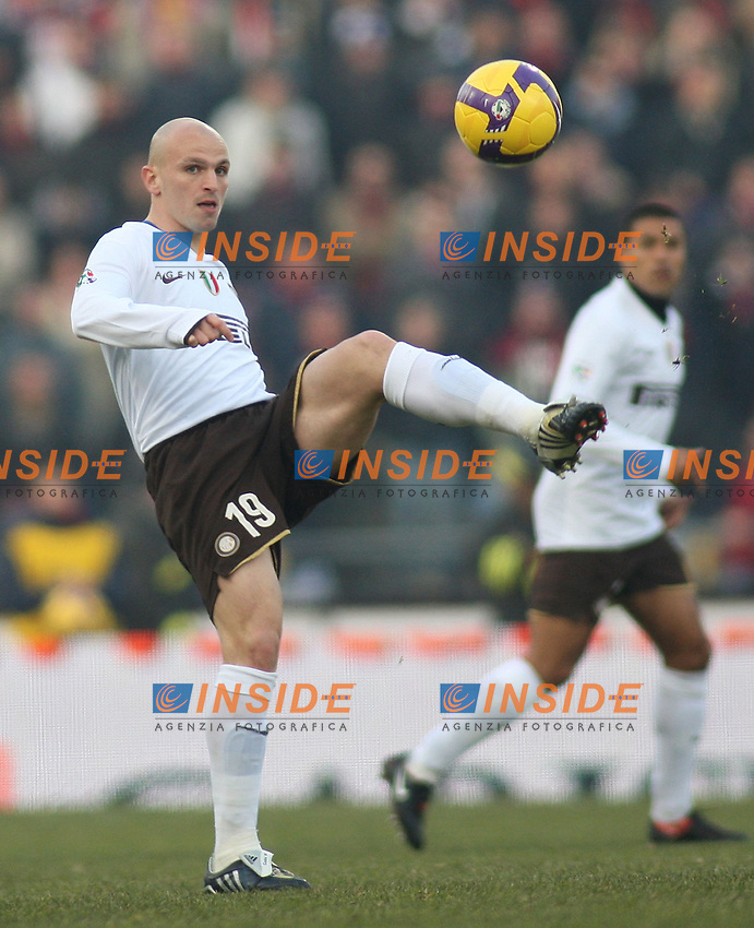 Inter's Esteban Cambiasso during their italian serie A soccer match at Dall'Ara Stadium in Bologna , Italy , February 21 , 2009 - Photo: Prater/Insidefoto ©