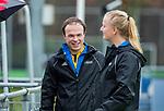 AMSTELVEEN -  Scheidsrechters Armand Triepels en Lizelotte Wolter    tijdens de hoofdklasse competitiewedstrijd dames, Pinoke-Amsterdam (3-4). COPYRIGHT KOEN SUYK