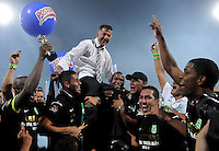 MEDELLÍN -COLOMBIA- 15-12-2012. Juan Carlos Osorio del Atlético Nacional celebra el título como Campeón de la Liga Postobón II 2013 después de derrotar al Deportivo Cali en partido de vuelta de la final jugado en el estadio Atanasio Girardot de la ciudad de Medellín./ Atlético Nacional coach Juan Carlos Osorio celebrates as a champion of Postobon League II 2013 after defeated Deportivo Cali in the second leg match of the final played at Atanasio Girardot stadium in Medellin city. Photo: VizzorImage/Luis Ríos/STR