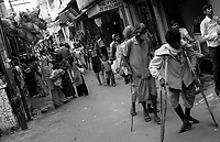 11.2010 Pushkar (Rajasthan)<br /> <br /> Handicapped walking during pilgrimage of kartik purnima.<br /> <br /> Handicap&eacute;s en train de marcher pendant le p&egrave;lerinage de kartik purnima.