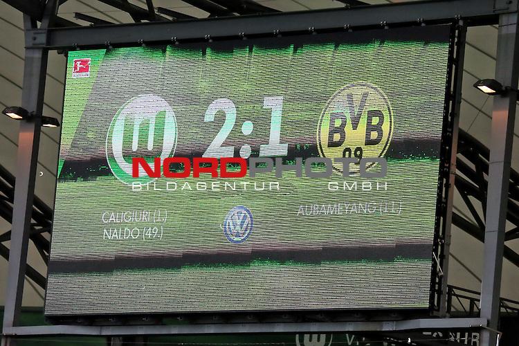 16.05.2015 Volkswagen Arena, Wolfsburg, GER, 1.FBL, VfL Wolfsburg vs Borussia Dortmund, im Bild <br /> <br /> Endergebnis an der Tafel/ Anzeigetafel 2 zu 1<br /> <br /> Foto &copy; nordphoto / Rust